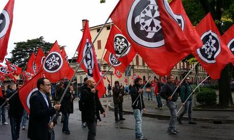 Il Pd vuole i voti della sinistra radicale e agita lo spauracchio del fascismo