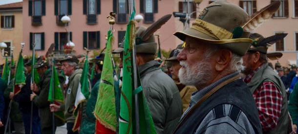 Centomila alpini sfilano ad Asti. Il più anziano ha cento anni