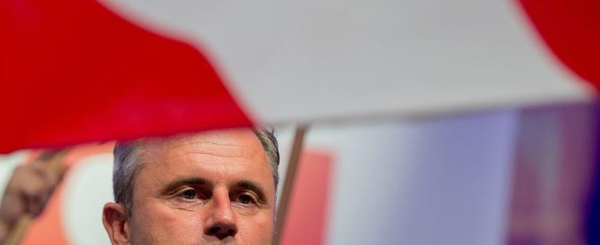 Elezioni in Austria, Hofer perde per 30mila voti. L'«abbraccio» di Salvini
