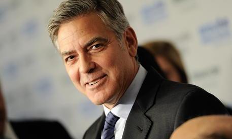 """Le """"scarpe"""" di Clooney e Brad Pitt lasciano l'Italia: l'azienda diventa Usa"""