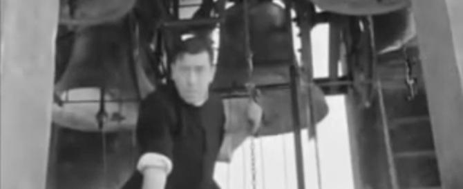 Torna don Camillo: un prete suona le campane a morto al sì alle nozze gay