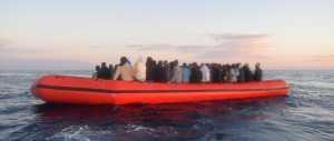 Immigrazione, almeno 700 morti in tre naufragi, donne e ragazzini stuprati