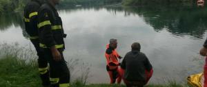 Pordenone, auto in un laghetto: annegano madre e figlio di 5 anni. Suicidio?