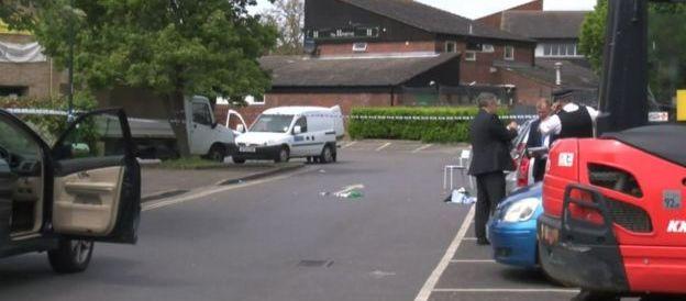Londra, accoltella 4 donne nel parcheggio davanti a una scuola elementare