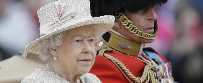 Anche la Regina fa una gaffe: «Cinesi maleducati». L'ira di Pechino