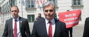 Terremoto in Austria, si dimette il cancelliere socialdemocratico Faymann