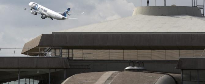 Ritrovati i rottami dell'aereo egiziano precipitato. Si cerca la scatola nera
