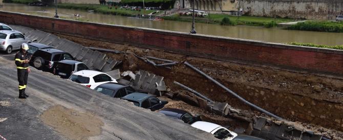 Firenze, una voragine di 200 mt sul Lungarno: inghiottite decine di auto (VIDEO)