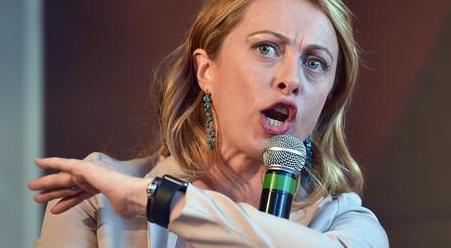 Giorgia Meloni: «Dedico la parata del 2 giugno ai nostri due marò» (Video)