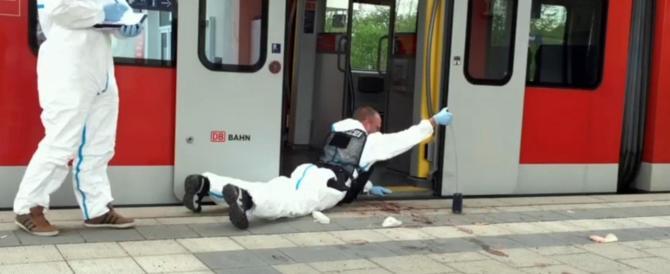 """Monaco di Baviera, urla """"Allah Akbar!"""" e aggredisce i passeggeri. Un morto"""