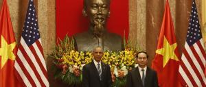 Obama revoca l'embargo di armi al Vietnam: durava da mezzo secolo