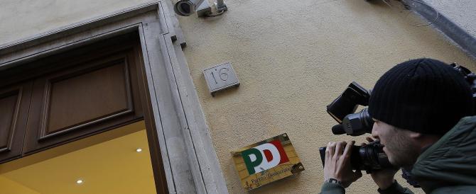 Il Pd «popola» le galere: ironie sul web, attacchi dall'opposizione. Partito nel caos
