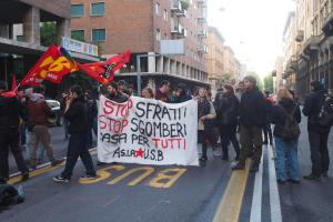 Occupazioni: sgombero a Bologna, tafferugli in strada