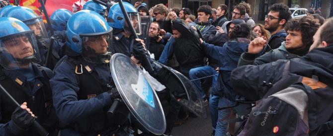Bologna: agenti aggrediti, occupata una chiesa (fotogallery)