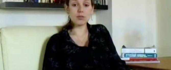 Scuola, esclusa dal concorso perché incinta: denuncia sul web (video)