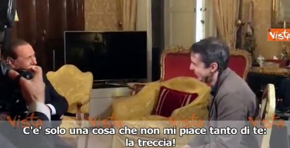 Il fuorionda di Berlusconi con il giornalista: «Perché non si taglia la treccia?»