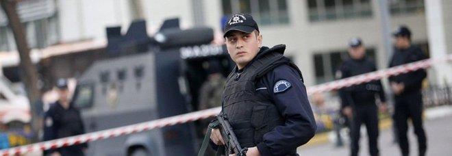 Istanbul, autobomba esplode al passagio di un mezzo militare. Feriti