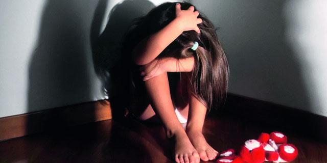 "Abbiategrasso, ""fuitina"" tra famiglie rom: violentata una bambina di 13 anni"
