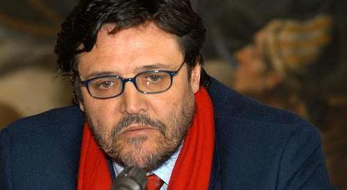 Napoli, il Pd mette in lista l'uomo che pagava i votanti alle primarie. Bassolino s'infuria
