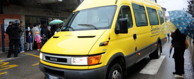 Autista di scuolabus picchia un 12enne con calci e pugni: condannato