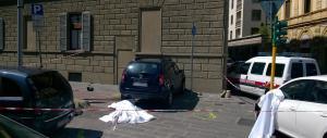 Firenze, un'auto falcia i passanti sul marciapiede: un morto e due feriti