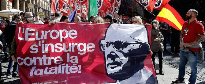 Casapound sfila in corteo a Roma. E l'antifascismo militante riappare