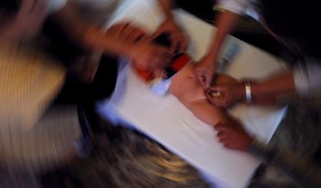 Circoncisione fatta in casa: muore a Torino un bimbo di un mese