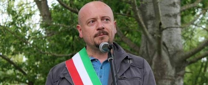 Forlì, beffa per il sindaco del Pd: i suoi figli sorpresi a imbrattare un muro