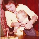 Roby coi capelli lunghi, il figlio appena nato.  (Foto Instagram)
