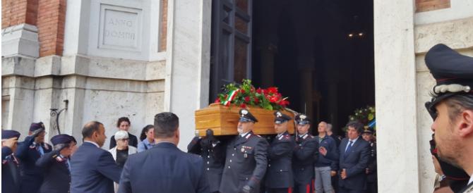 Terni in lutto per la morte del carabiniere Fiumene. Il commosso addio della figlia