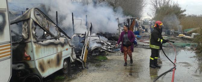 Incendia il camper con dentro la figlia: arrestato nomade per tentato omicidio