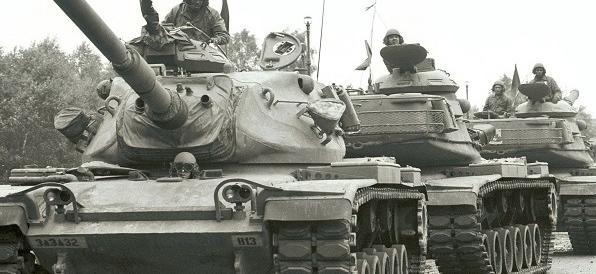 """Prove tecniche di """"Guerra fredda"""": Mosca annuncia tre nuove divisioni"""