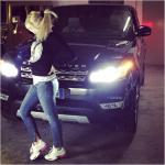 Questa jeep? E' un regalo di lui...  (Foto Instagram)
