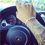Gioielli e auto griffatissime.  (Foto Instagram)