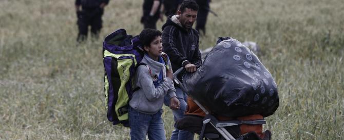 Grecia, al via lo sgombero del campo di Idomeni. Ma la stampa non può vedere