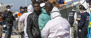 «L'Italia? È la discarica dell'Africa»: la denuncia choc del politologo francese