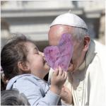 """Il Papa pubblica i """"post"""" in 40 diverse lingue. (Foto Instagram)"""