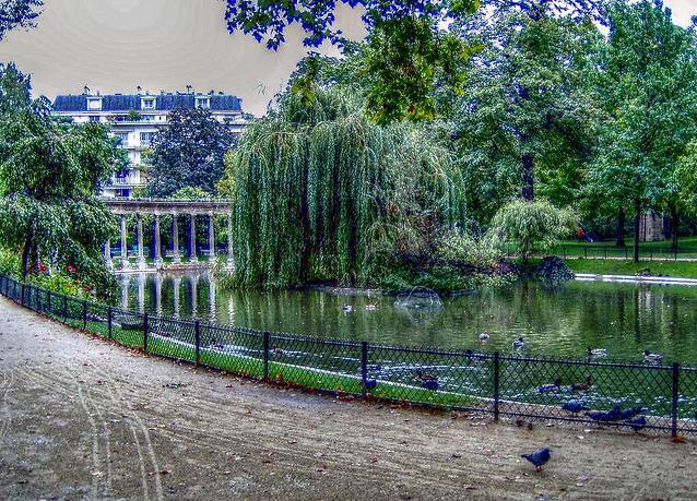 Parigi, fulmini su un parco: sei persone gravi, anche bambini tra i folgorati