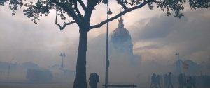 In piazza contro il jobs act francese. Guerriglia a Parigi (VIDEO)