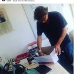 Nicola Porro prepara lo scatolone alla Dear. (Foto Instagram)
