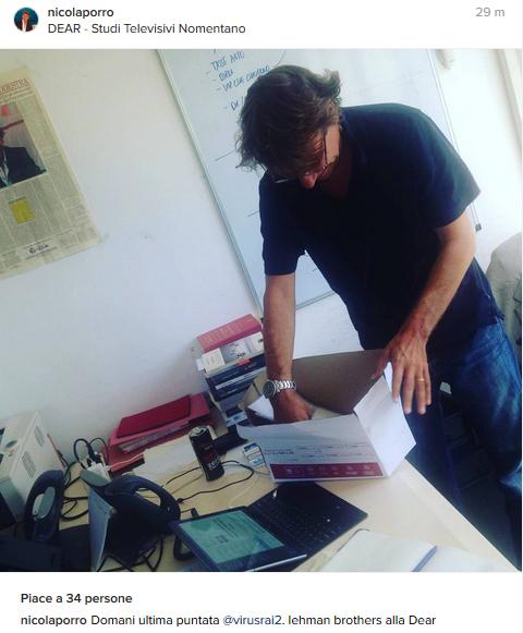 Nicola Porro scherza sugli scatoloni: alla Dear come Lehman Brothers (Foto)