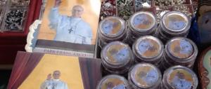 Souvenir contraffatti del Papa: smantellata organizzazione cinese