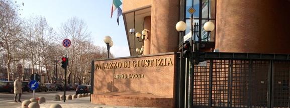 Stalking contro una coppia gay: fa discutere la sentenza di Torino