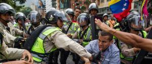 Venezuela, è golpe: Maduro schiera l'esercito contro l'opposizione