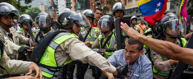 Venezuela, sale a 25 il numero delle vittime delle proteste anti-Maduro