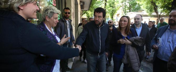 Il video di Salvini a Bari: «Ai migranti palestra, mensa, biliardi e biliardini»