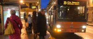 È andato a caccia di borseggiatori sui bus per 30 anni: ora va in pensione