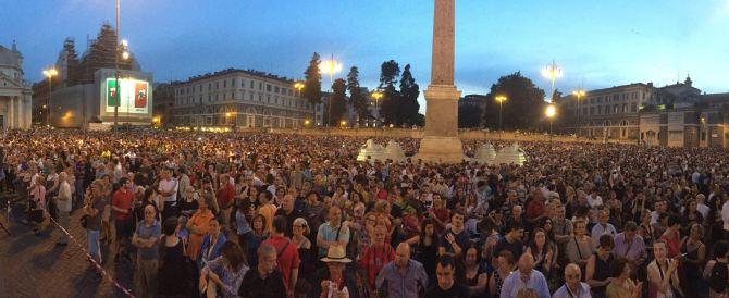 """Centomila persone a piazza del Popolo per la """"Girandola"""" (video)"""