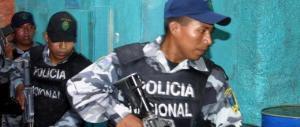 Venezuela, donna uccisa durante un saccheggio. La figlia: la polizia le ha sparato in faccia
