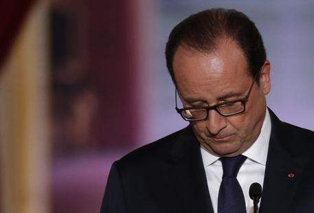 Parigi, vietate le manifestazioni sindacali. Hollande: «Inevitabile»